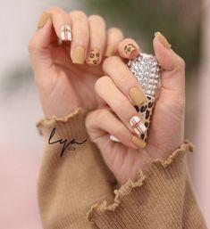 Pin de alejandra en diseños de uñas ❤ en 2019 идеи для ногтей, ногти y диза Fancy Nails, Bling Nails, Swag Nails, Cute Nails, Plaid Nail Designs, Nail Art Designs, Stylish Nails, Trendy Nails, Nail Manicure