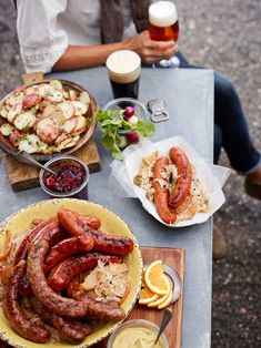How To Throw An Oktoberfest Party In Your Garden - Arianna Frasca Oktoberfest Party, Oktoberfest Hairstyle, Oktoberfest Recipes, German Oktoberfest, Baby Food Recipes, Fall Recipes, Waffle Recipes, Snacks Recipes, Burger Recipes
