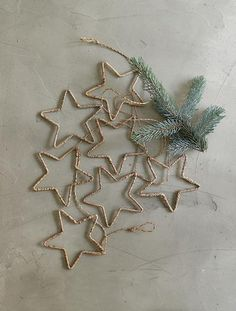 DIY wire star ornaments. Perfect timing; just got raffia. Might try wrapping the wire using the drill, then shape the stars. Would be pretty quick that way.