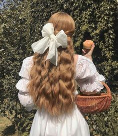 Find images and videos about hair, white and vintage on We Heart It - the app to get lost in what you love. Angel Aesthetic, Aesthetic Hair, Aesthetic Vintage, Aesthetic Fashion, Aesthetic Women, Aesthetic People, Aesthetic Bedroom, Photographie Portrait Inspiration, Princess Aesthetic