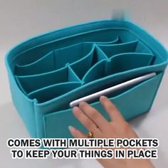 """Ideas con tablas de picar Clever hacks to store your favorite clothesWait before throwing away your """"damaged"""" clothing. We may have a solution!Say goodbye to MESS with this organizer for felt handbag insertsClever Handbag Tutorial, Diy Handbag, Leather Bag Pattern, Handbag Organization, Diy Crafts Hacks, Bag Patterns To Sew, Useful Life Hacks, Diy Mask, Sewing Hacks"""