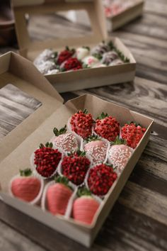 Fun Baking Recipes, Sweet Recipes, Dessert Recipes, Chocolate Covered Treats, Chocolate Dipped Strawberries, Strawberry Dip, Strawberry Recipes, Pastell Party, Dessert Packaging