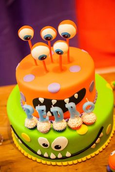 Lil' Monster Cake - Love the cake pop eyes!