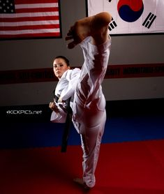 Martial Arts Styles, Martial Arts Women, Mixed Martial Arts, Taekwondo Girl, Karate Girl, Female Martial Artists, Art Of Fighting, Martial Arts Workout, Action Poses