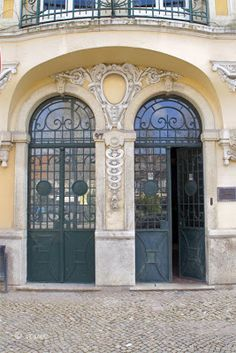 Porta do Clube Setubalense, na Av Luisa Todi - Setúbal Portugal Country, Front Doors With Windows, Algarve, Doorway, Portuguese, Gates, Birth, Beautiful Places, Mansions