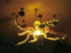 24 designs pieuvre lustre poulpe 23   24 Designs pieuvre   verre tasse table poulpe portail pieuvre parapluie mug montre mobilier meuble lus...