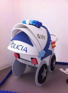 Cabrito bebé policía