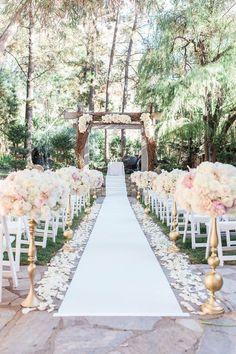 outdoor wedding ceremony; Photo: Crystal Nicole Photography