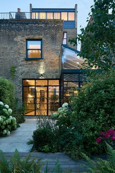 Four story victorian terrace house in London given a smart modern extension Beautiful.Four story victorian terrace house in London given a smart modern extension