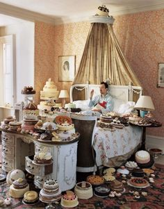 Self Portrait with Cakes / Photographer Tim Walker.Tim Walker & I, think a like. Design Set, Tim Walker Photography, Magazine Vogue, Foto Fashion, High Fashion, Fashion News, Breakfast In Bed, Victoria And Albert Museum, Eat Cake