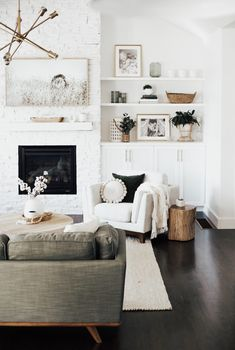 How to Create a Cozy Living Room &; Amy E Peters BLO&; How to Create a Cozy Living Room &; Amy E Peters BLO&; Decorating Decorating Style How to Create a […] living room fireplace Cozy Living Rooms, Home Living Room, Living Room Designs, Living Spaces, Bright Living Rooms, Neutral Living Rooms, Dark Floor Living Room, Living Roon, Chic Living Room