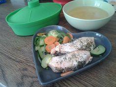 ¡ Hola ! Hoy os traigo otra recetilla al microondas…salmón con calabacín, pimiento verde y zanahoria La elaboración es la misma exactamente que en la receta de merluza con verduras, pero os l…