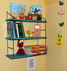 Frischer Wind im Kinderzimmer. Regal ausgehübscht von Schnippschnapp-Kragenab