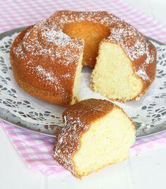 En riktigt riktigt mjuk, saftig och härlig kaka – underbart god till fikat.