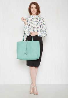 Two Praises at Once Reversible Bag. Whoever said you couldnt earn two compliments on the bold coloration of one bag has never seen this reversible tote! #mint #modcloth