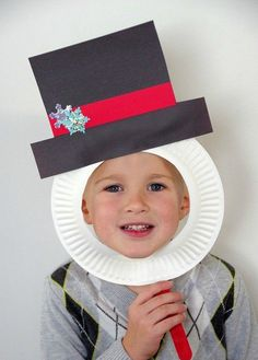 Christmas Crafts for Kids! If you're looking for easy Christmas crafts for kids to make at school or home during the holidays here's a great list of 17 cute ideas! These Christmas crafts for kids would make awesome gifts! Cute Kids Crafts, Daycare Crafts, Winter Crafts For Kids, Xmas Crafts, Classroom Crafts, Party Crafts, Kindergarten Christmas Crafts, Kid Crafts, Christmas Crafts For Kids To Make Toddlers