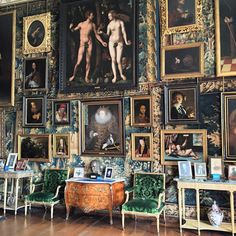The picture hang on one wall in the King James drawing room @hatfield_house that includes Nicholas Hilliard's 1585 Ermine portrait of Elizabeth the First - don't say 'casual' to the Cecils @voguemagazine
