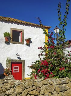 Detail of typical portuguese rural house with traditional architecture and decorations Portugal, Latest House Designs, Wine Tasting Room, Portuguese Culture, Rural House, Ocean House, Mountain Homes, Japanese Architecture, Traditional House