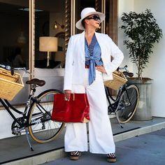 Blazer and wide leg pants | Photo by Tamera Beardsley (@tamerabeardsley) | For more style inspiration visit 40plusstyle.com