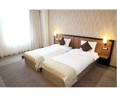 Camera dubla Twin de la  hotel Europa Royale din Bucuresti. Bucharest, Stele, Bed, Furniture, Home Decor, Europe, Decoration Home, Stream Bed, Room Decor