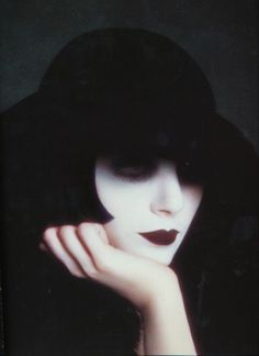Sarah Moon, née Marielle Warin le 17 novembre 19391 à Vichy (Allier), est un mannequin et photographe français.