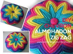 Aprenda a tricotar um zig zag ou uma almofada chevron / passo a passo Zig Zag Crochet, Crochet Pouf, Crochet Cushions, Crochet Pillow, Freeform Crochet, Irish Crochet, Crochet Stitches, Crochet Cushion Cover, Pillows
