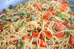 Spaghetti with Pancetta and Cherry Tomatoes Pancetta Pasta, Bacon Pasta, Spaghetti Noodles, Cheese Spaghetti, Olive Oil Pasta, Cherry Tomato Recipes, Melted Cheese, Fresh Basil, Cherry Tomatoes