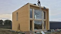 """Modern wooden house kit: """"KUBU"""" by THULE Blockhaus GmbH -.- Modern wooden house Kit: """"KUBU"""" by THULE Blockhaus GmbH – Your prefabricated kit for a wooden house Prefabricated Houses, Prefab Homes, Kit Homes, Modern Wooden House, Casa Loft, Casas Containers, Small Loft, House Built, Small House Plans"""