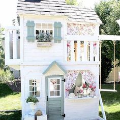Now this is one spectacular playhouse @maymeandmom If only we could be little kiddies again. We hope this beauty has given you some inspiration for the weekend. Good night lovelies xx