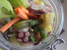 Insalata tiepida di polpo con patate, fagiolini, pinoli e menta