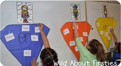 Give students word cards, and they must sort into the correct category/anchor chart! R-Controlled Vowels (and a freebie! First Grade Words, First Grade Phonics, First Grade Reading, First Grade Classroom, Second Grade, Grade 1, R Controlled Vowels Activities, Vowel Activities, Spelling Activities