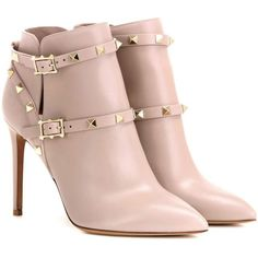 Valentino Rockstud Leather Ankle Boots (5.185 RON) ❤ liked on Polyvore featuring shoes, boots, ankle booties, heels, botas, zapatos, beige, heeled ankle booties, beige booties and short leather boots