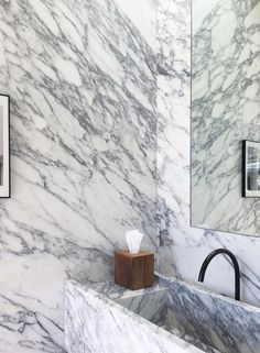 Top interior design and home decor trends for All marble veined bathroom with marble slab walls, countertops and shower New Interior Design, Interior Design Inspiration, Bathroom Inspiration, Marble Furniture, Timber Cladding, Making Waves, Burke Decor, Home Decor Trends, Concrete Floors
