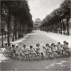 Enfants, jardin du Palais-Royal, 1950 Robert Doisneau