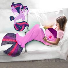 My Little Pony Seapony Blanket for Kids in 3 FINtastic Characters - Blankie Tails Family Movie Night, Family Movies, Fantasias Halloween, Toys For Girls, Girl Toys, Baby Alive, Mermaid Blanket, Twilight Sparkle, Rainbow Dash
