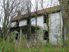 Abandoned house along Route 50 -- Xydexx's Exploring and Modern Ruins Page Old Abandoned Buildings, Abandoned Places, Old Mansions, Old Farm, Glamour Photography, Camping Survival, Athens Greece, Urban Decay, Old Houses