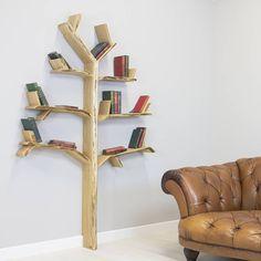 Esse estúdio de design do Reino Unido cria fantásticos móveis artesanais que celebram a natureza, especialmente quando falamos em estantes com formato inspirado em árvores, seu produto que mais faz sucesso. Confira!