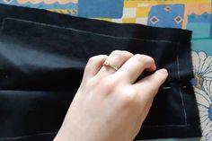 A postup zopakujeme aj z druhej strany. Madewell, Tote Bag, Bags, Masks, Handbags, Totes, Bag, Tote Bags, Hand Bags