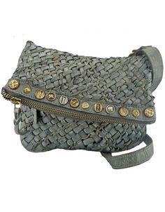 7d7b9236b13 De 9 beste afbeelding van Tassen - Leather tote handbags, Beige tote ...