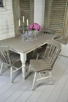 Shabby Chic Dining Room Set Unique Grey & White Shabby Chic Dining Table with 4 Chairs Shabby Chic Kitchen Table, Country Kitchen Tables, Small Kitchen Tables, Shabby Chic Farmhouse, Shabby Chic Homes, Shabby Chic Decor, Modern Farmhouse, Kitchen Modern, Farmhouse Table