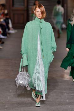 Mame Kurogouchi Spring 2020 Ready-to-Wear Fashion Show - Vogue Fashion Line, Fashion Week, Fashion 2020, Modest Fashion, Spring Fashion, High Fashion, Collection Couture, Fashion Show Collection, Vogue Fashion
