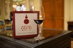 Αυτή την Κυριακή 24/11, 13.00-20.00. το FnL σας δίνει ραντεβού στη Μεγάλη Βρεταννία με μερικά σπουδαία κρασιά. Wines, Red Wine, Wine Glass, Tableware, Dinnerware, Dishes, Red Wines, Place Settings, Wine Bottles
