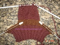 Tecendo Arte-Tricô & Crochê: Passo a Passo - Meia Tricô agulhas retas - Tam. 35 Knitted Booties, Knit Shoes, Knitted Slippers, Crochet Baby Booties, Knitted Hats, Easy Knitting Patterns, Crochet Patterns, Knitting Socks, Baby Knitting