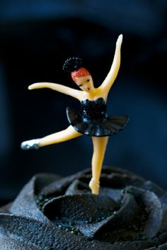 The ballerina bakeshop: black swan cupcakes this is for you Shelley Hansen