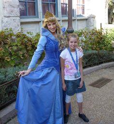 Léa a pu rencontrer la Belle au Bois Dormant à Disneyland Paris ! (Pour en savoir plus : https://www.facebook.com/makeawishfrance )