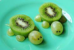 Healthy Party Food - 25 Creative Ideas for Kids Parties - Dot Com Women Kiwi Grape Turtles – Pretty, Healthy Party Food for Kids School Snacks For Kids, Healthy Meals For Kids, Easy Healthy Recipes, Baby Food Recipes, Kids Meals, Healthy Snacks, Snack Recipes, Snacks Kids, Toddler Recipes