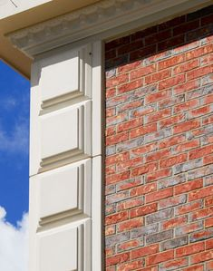 Cast stone gfrc window trim and surrounds with keystone for Exterior keystone molding