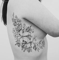 Charming And Irresistible Rib Tattoos Designs ;, Charming And Irresistible Rib Tattoos Designs ;, Charming And Irresistible Rib Tattoos Designs ; Tattoo Lily, Tattoo Femeninos, Flower Tattoo On Ribs, Side Boob Tattoo, Tattoos On Side Ribs, Flower Tattoo Shoulder, Cover Tattoo, Rose Tattoos, Piercing Tattoo