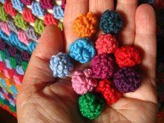 Wee little crochet balls, free pattern by Attic24.