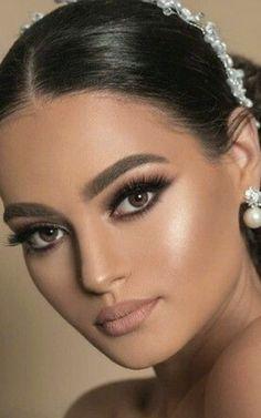Beautiful Italian Women, Gorgeous Women, Beauty Full Girl, Beauty Women, Brunette Beauty, Hair Beauty, Beautiful Eyes, Beautiful Pictures, Model Face